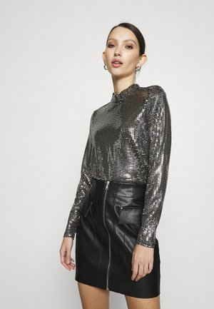 VMKYLIE HIGHNECK - Long sleeved top - black/silver