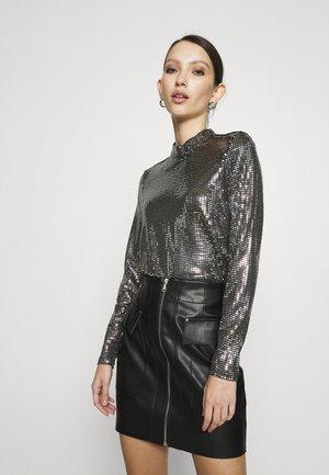 VMKYLIE HIGHNECK - T-shirt à manches longues - black/silver