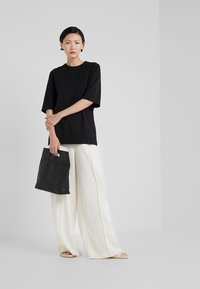 Filippa K - LONG CREW NECK - Basic T-shirt - black - 1