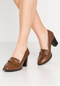 Wallis - CONQUER - Classic heels - toffee - 0