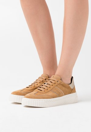 LICENA - Trainers - camel/champagne
