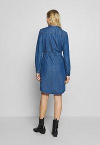 Marc O'Polo DENIM - DRESS FEMININE PATCHED POCKET - Vestito di jeans - february blue dress - 2
