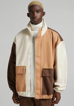 MIT COLOUR-BLOCK - Denim jacket - brown