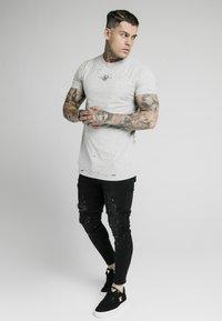 SIKSILK - DISTRESSED BOX TEE - Print T-shirt - grey marl - 1