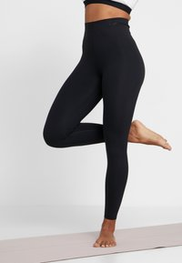 Nike Performance - W NK SCULPT LUX TGHT 7/8 - Tights - black - 0