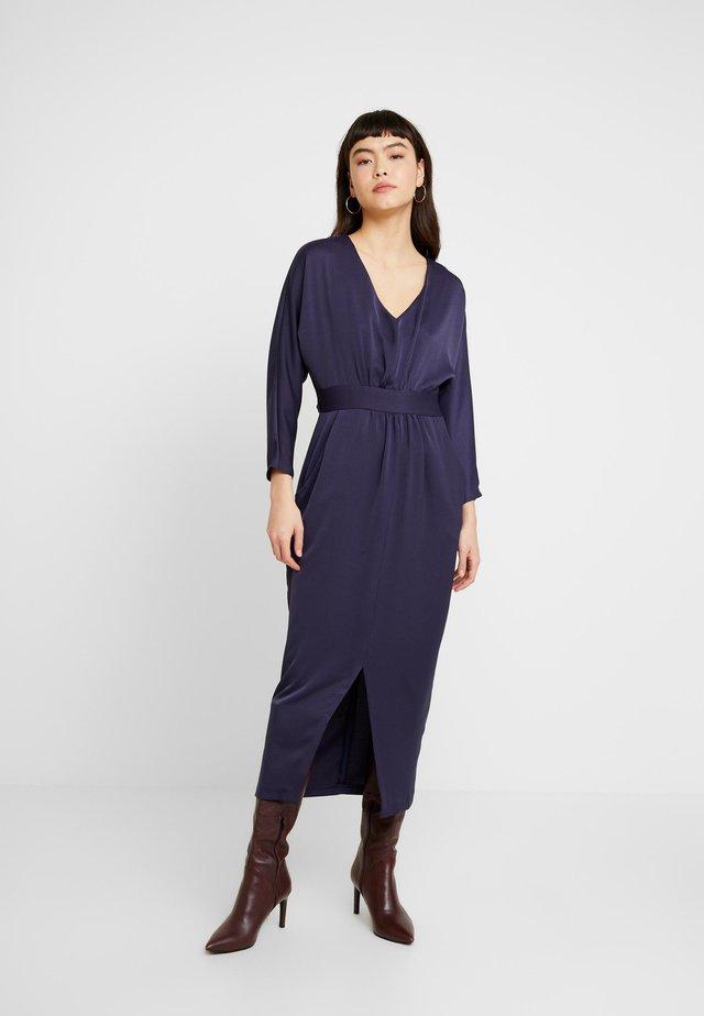 CLOSET GATHERED WAIST TULIP DRESS - Robe longue - navy