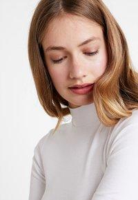 Tommy Hilfiger - DORY HIGH  - T-shirt basique - white - 3
