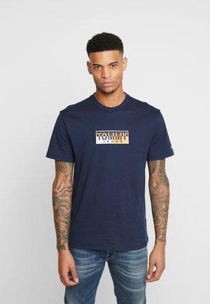 SPLIT BOX TEE - T-shirt con stampa - black iris