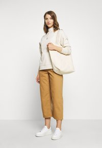 Vero Moda - VMKATHY LOOSE CROPPED - Straight leg jeans - tobacco brown - 1
