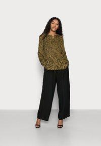 VILA PETITE - VILUCY SHIRT - Button-down blouse - butternut wild - 1