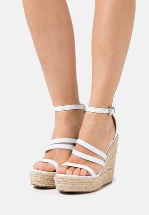 MIRELLE - Korkeakorkoiset sandaalit - white