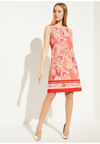 comma - MIT ALLOVER-PRINT - Day dress - coral paisley print - 1