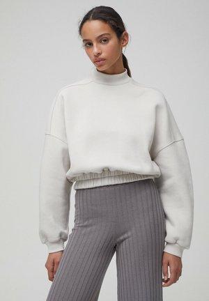 MIT GERIPPTEM - Sweatshirt - grey