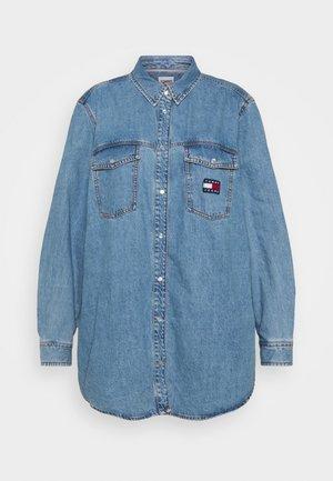 SHIRT - Button-down blouse - denim medium