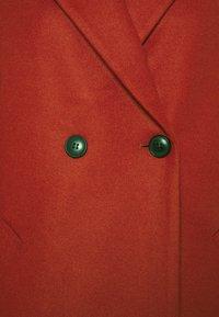 Vero Moda - VMFORTUNEADDIE JACKET - Classic coat - chili oil - 2