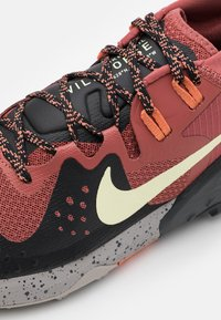 Nike Performance - WILDHORSE 6 - Zapatillas de trail running - claystone red/life lime/black/dark smoke grey/healing orange/college grey - 5