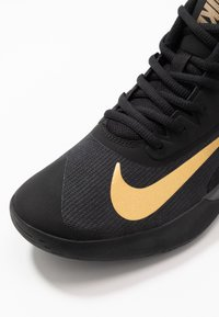 Nike Performance - PRECISION IV - Basketball shoes - black/metallic gold/dark smoke grey - 5