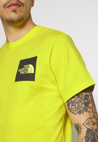 The North Face - FINE TEE - Triko s potiskem - sulphur spring green - 3