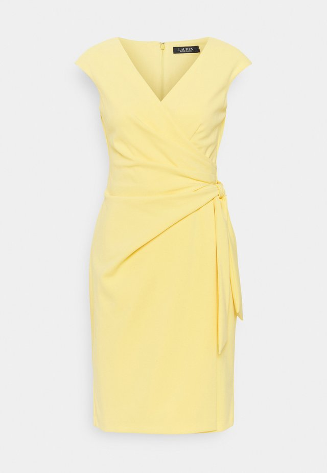 LUXE TECH CREPE DRESS - Cocktailjurk - beach yellow