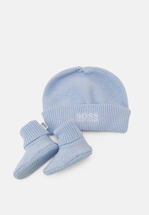 PULL ON HAT SLIPPERS BOX SET UNISEX - Bonnet - pale blue