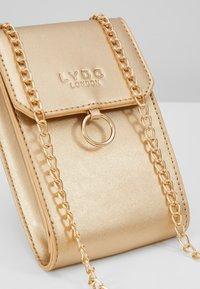 LYDC London - Taška spříčným popruhem - gold - 6