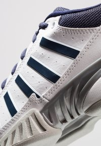 K-SWISS - RECEIVER IV CARPET - Carpet court tennis shoes - white/navy - 5