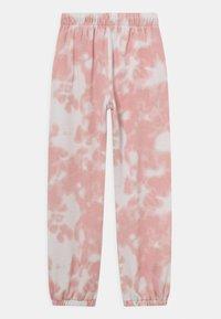 Levi's® - BENCHWARMER  - Pantalones deportivos - almond - 1