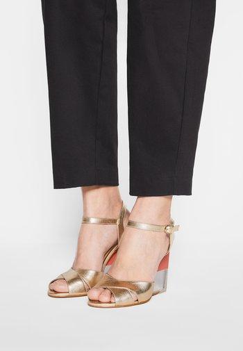 VANILAN - Wedge sandals - oro