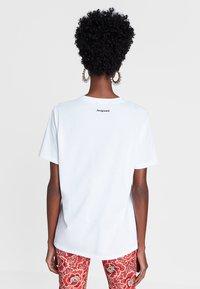 Desigual - DESIGNED BY M. CHRISTIAN LACROIX - T-shirts print - white - 2