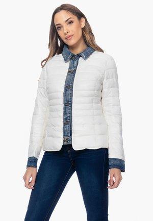 ANORAK MIT DETAIL AN AUSSCHNITT, MANSCHETTEN UND KN - Light jacket - blanco