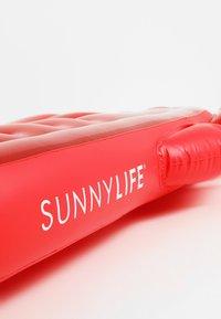 Sunnylife - SUNNYLIFE LIE ON FLOAT AUFBLASBARE LUFTMATRATZE - Beach accessory - red - 3