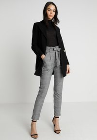 Vero Moda - VMEVA PAPERBAG CHECK PANT - Trousers - grey/white - 1