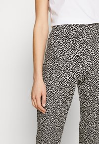 RIANI - SLIM FIT - Trousers - ivory - 5