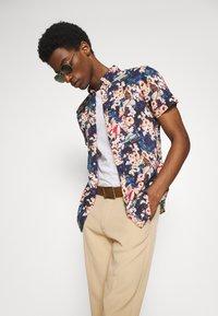 Springfield - PIN UP HAW PRINT DIGITAL - Skjorta - multicoloured - 3