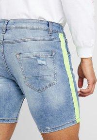 Brave Soul - JACKTAPE - Short en jean - blue wash/yellow stripe - 3