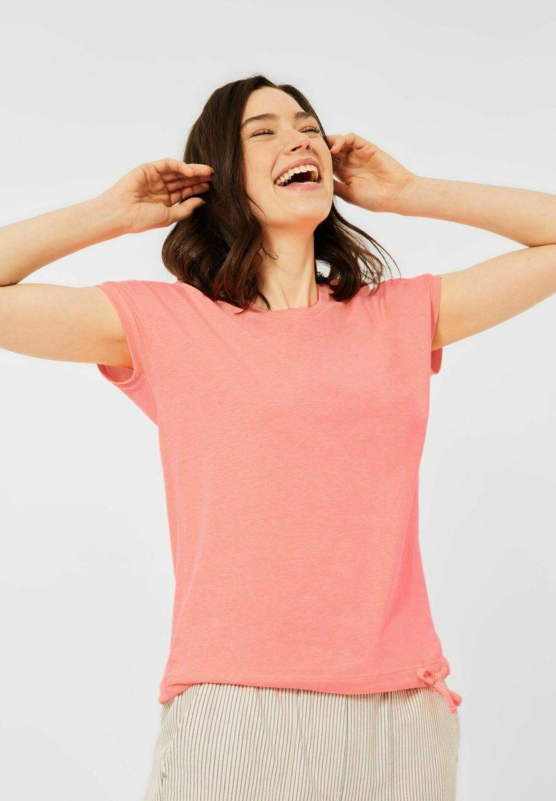 Cecil - MIT SMOK-DETAILS - Print T-shirt - orange