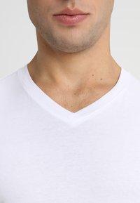 Jack & Jones - JJEPLAIN  - Basic T-shirt - white - 4
