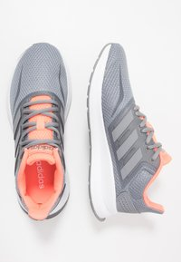 adidas Performance - RUNFALCON - Obuwie do biegania treningowe - grey/signal coral - 1