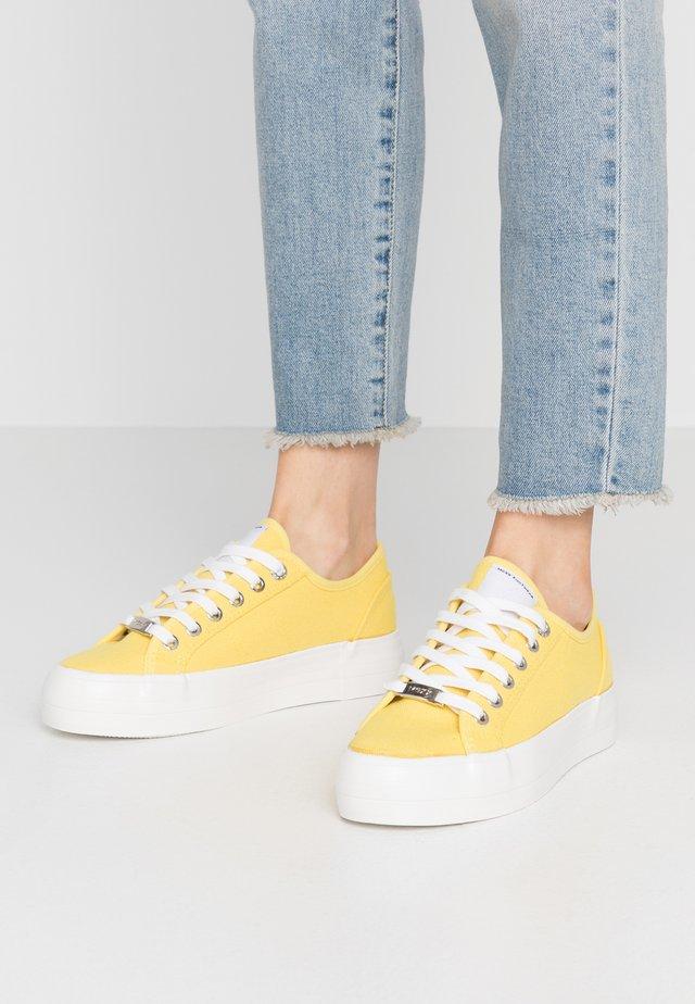 ELKE - Joggesko - yellow
