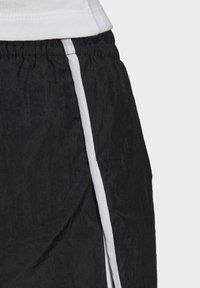 adidas Originals - 3 STRIPES ADICOLORSHORTS - Shorts - black - 7