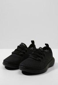 Crocs - LITERIDE PACER - Trainers - black / black - 2