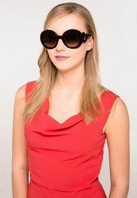 Prada - Sunglasses - braun - 0