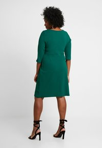 Dorothy Perkins Curve - EMPIRE WAIST BODY CON DRESS - Jersey dress - green - 2