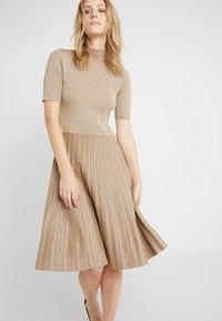 Lauren Ralph Lauren - DRESS - Strikkjoler - gold - 3
