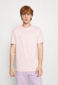 YOURTURN - 2 PACK UNISEX - T-shirt - bas - green/pink - 3
