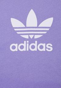 adidas Originals - TREFOIL UNISEX - Camiseta estampada - light purple/white - 5