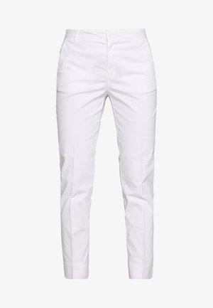 TROUSERS - Chino kalhoty - white