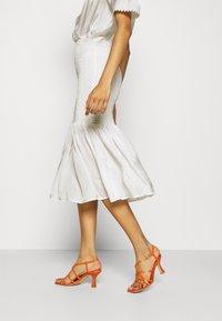Résumé - DARLA DRESS - Denní šaty - white - 3