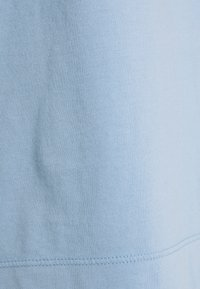 FTC Cashmere - Basic T-shirt - cornflower