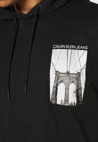 Calvin Klein Jeans - NYCK PHOTOPRINT HOODED - Hoodie - black - 5